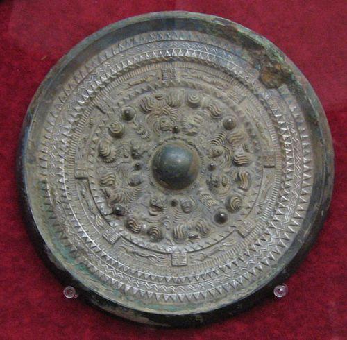 Bronze mirror excavated from Tsubaiotsukayama, Yamashiro Burial Mound