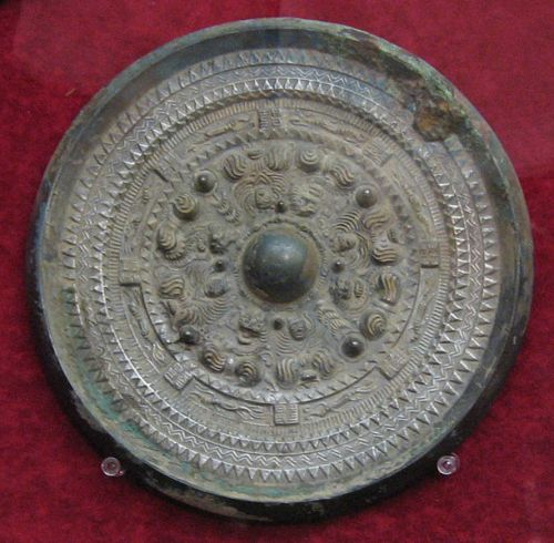 Bronze mirror excavated from Tsubaiotsukayama, Yamashiro Burial Mound