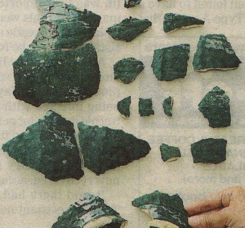 Fragments of Islamic ceramicware excavated from the former site of Saidaiji temple in Nara (The Yomirui Shimbun)