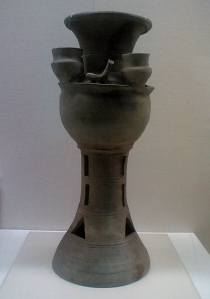 Funerary jar with zoomorphic sculptures
