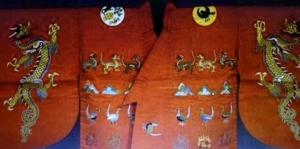 Emperor  the Raifuku (outer robe) of the ceremonial court costume of the emperor. This ceremonial court costume originates in the Nara-period (710-784) when the court-ceremonials were designed