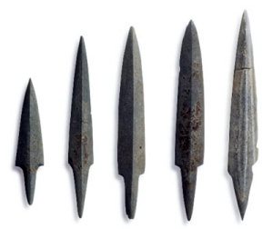 Stone arrowheads found in wooden coffins at Zasshonokuma
