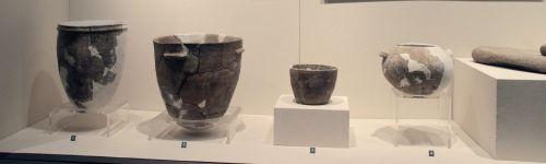 1920px-Houli_Culture_Pottery.Shandong_Provincial_Museum