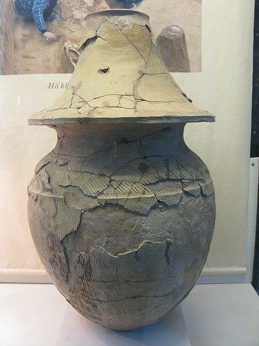 Pottery_burial_jar_Sa_Huynh_Cultue