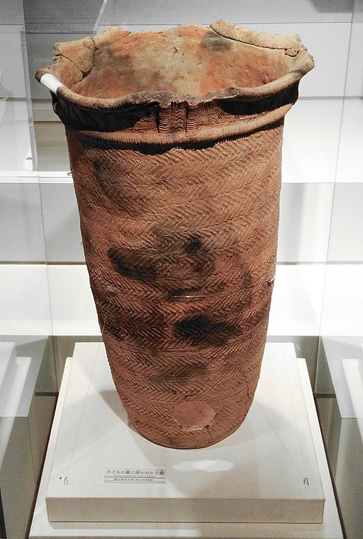 sannai_jomon._pottery_used_for_infant_burial